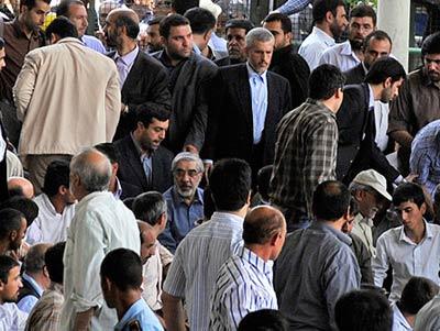 حضور میر حسین موسوی در نماز جمعه