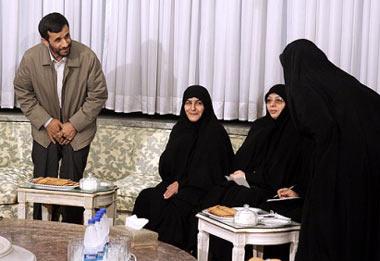 احمدی نژاد در دیدار با فراکسیون زنان مجلس