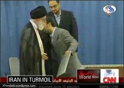 بوسه ی احمدی نژاد بر شانه ی رهبری